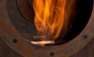 Une cheminée au bioéthanol dans un loft industriel
